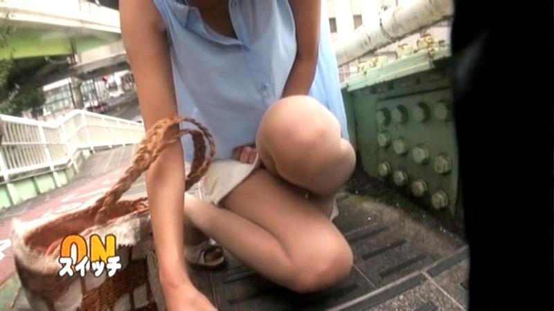羞恥! 野外腰砕け! 激ヤバ・ビッグバンローターをマ○コに入れて 潮吹きアクメデート! 6 湊莉久 の画像18