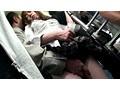 満員路線バス・夫の横で見知らぬ乗客の勃起チ○ポを握りしめる若妻 サンプル画像5