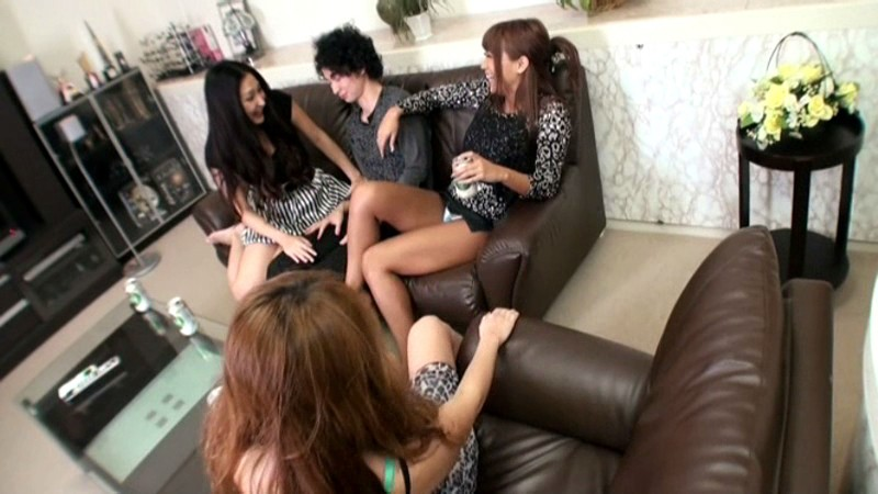 夢の近親相姦(ハート) 童貞の僕のチ○ポを狙っている姉4人・妹2人 の画像1