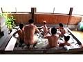 間違えて男湯にタオル一枚で入ってきた女性客に、周りの男達は欲情して勃起チ○ポで群がった 3