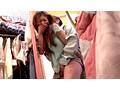 女の子向けの洋服屋さんで興奮して、勃起チ○ポをコッソリ擦りつけ痴漢したら可愛い女子店員がソノ気になった。 0