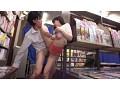 [SW-428] 本屋で勉強漬けの男子学生にエロ本見せつけたイケない人妻。「刺激になれていないビン勃ち童貞チ○ポが欲しかったんです」自分のカラダを押し付けて店員や他の客にバレないように狭い店内で何度も射精させちゃいました。