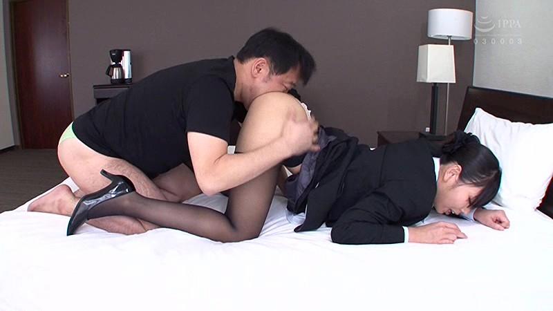 昼間っから憧れのスチュワーデスと性交2 フライト前に着衣挿入 4時間 の画像9