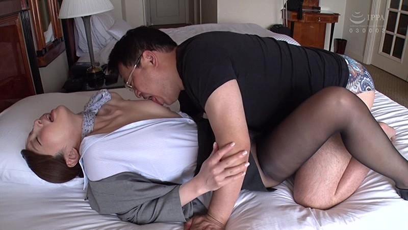 昼間っから憧れのスチュワーデスと性交2 フライト前に着衣挿入 4時間 の画像5