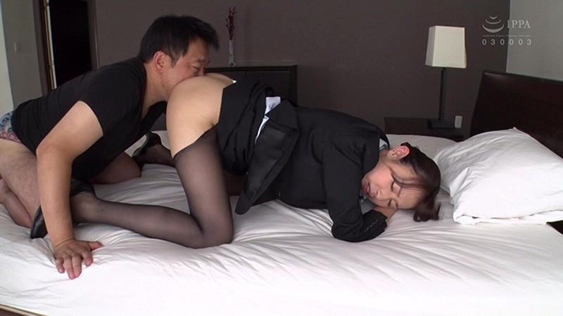 昼間っから憧れのスチュワーデスと性交2 フライト前に着衣挿入 4時間 の画像14