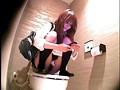 盗撮、洋式便座の上でウンコ座りして用を足す女子校生 2 サンプル画像 No.3