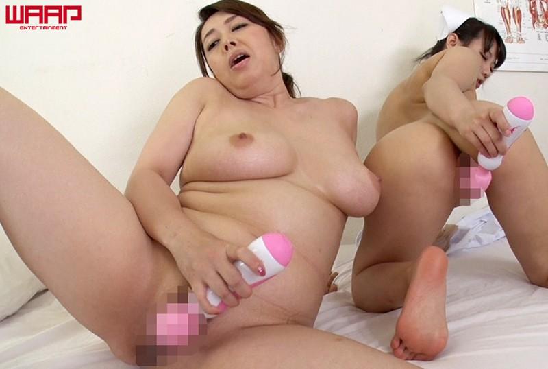 熟シャッ!! W SEXとスペレズと美熟女 の画像13