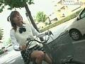 自転車にまたがる女子校生のムッチリ太ももとくい込み恥骨 常夏みかん 1