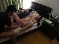 寝ている草食旦那の横で肉食系イケメンの義理弟に寝取られ、大量のザーメン顔射に満足げな美人妻たち 1