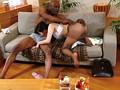 膣の奥が砕けちゃう!黒人の巨棒に悶え狂い生中出しされた人妻デリヘル嬢たち…。 2 5
