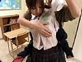 両手がふさがった女子校生に突然!乳もみ!! 24