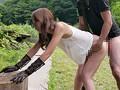 ノーブラ姿の奥様を野外中出しナンパ 15
