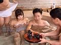混浴温泉に来た夫婦を酔い潰して、嫁に痴○中出し。9人290分 1
