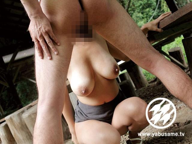 人妻と野外姦旅行 真崎美里 の画像12
