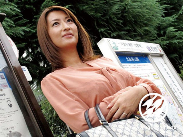 人妻と野外姦旅行 真崎美里 の画像5