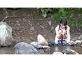 故郷の川で遊ぶスク水少女 サンプル画像0