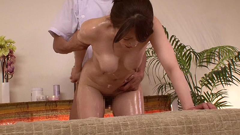エステで火照る不貞妻 三浦恵理子 の画像20