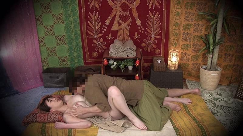 ★配信限定特典付★素人人妻をタイ古式マッサージの無料体験と偽り騙して癒して中出ししちゃいました 中央区編 の画像19