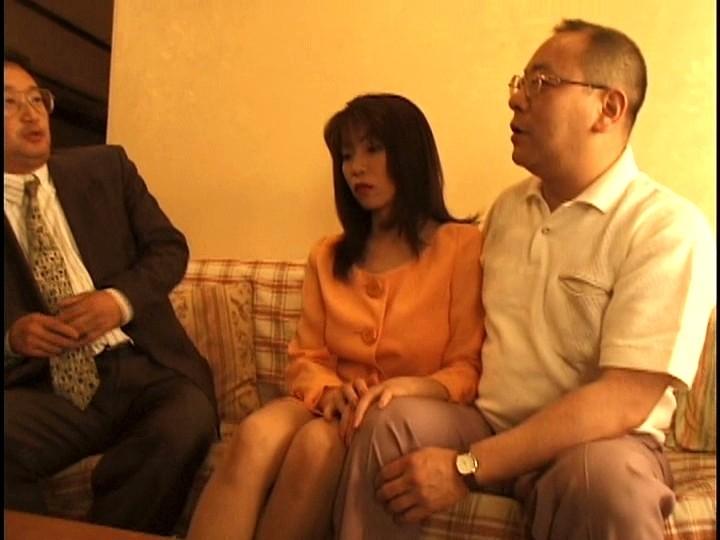 夫や親に売られる素人妻 の画像1