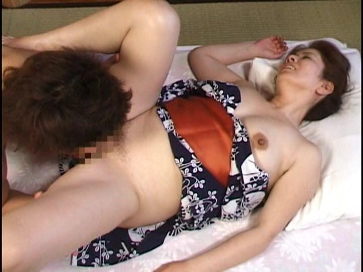 コスプレをしたセックス動画 無修正 熟女女優数人とファン数人