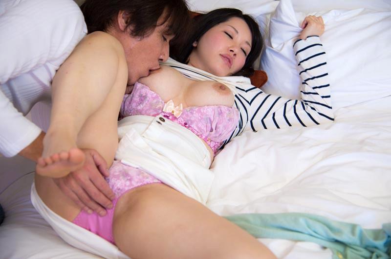 「夫では満たされなくて…」愛より性欲を優先する巨乳人妻12人4時間 の画像11
