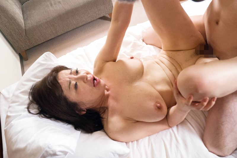 具合の良さは20代に勝つ!?性欲持て余し熟女 久しぶりのセックスに熟女のカラダは最高状態!!15人4時間 の画像7