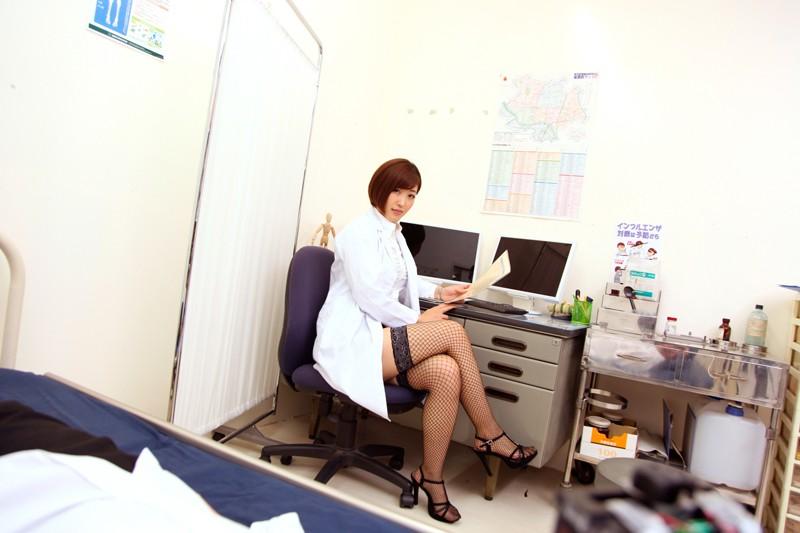 【VR】保健室の朝陽先生目当てで仮病を使ったら、生中出しSEXという看病をしてくれた件 水野朝陽のサンプル画像2