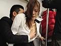 [UMSO-123] 『え、こんな私のカラダで興奮するの?』女を忘れかけ無警戒に乗り込んだ電車内で若い青年に熟れた胸や尻を弄られたおばさんは感じまいと必死に抵抗するが、性感帯を刺激された瞬間スイッチが入ってしまった