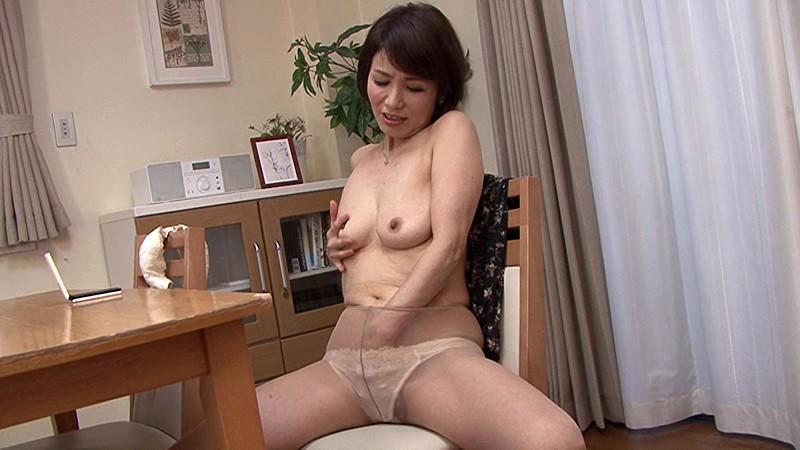 近親相姦 還暦のお母さんに膣中出し 内原美智子 の画像20