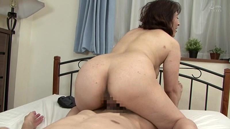 近親相姦 五十路のお母さんに膣中出し 小田しおり の画像4