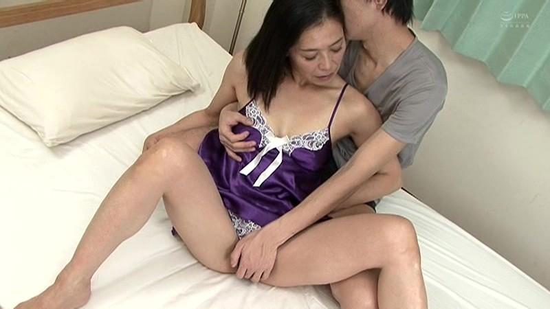 近親相姦 五十路のお母さんに膣中出し 海宮みさき の画像7
