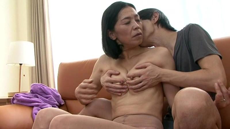 近親相姦 五十路のお母さんに膣中出し 海宮みさき の画像15