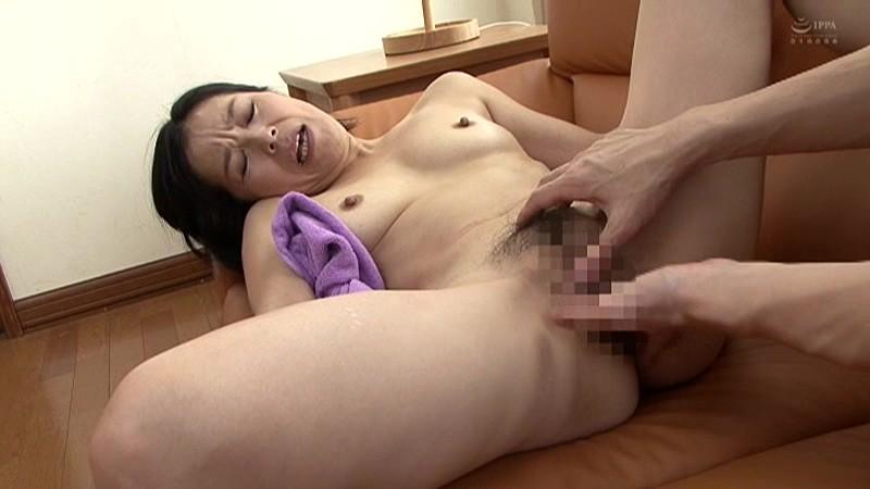 近親相姦 五十路のお母さんに膣中出し 海宮みさき の画像12