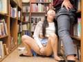 [AP-324] 二穴挿し媚薬バイブ痴漢 図書室ver.