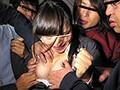 [AP-408] 冤罪復讐連日痴漢 『痴漢冤罪』で人生を台無しにされた男たちが痴漢をでっち上げた女に毎日毎日集団痴漢で復讐!!