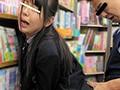 [AP-447] ギリギリまで気付かれないイヤホン女子校生本屋痴漢~大音量で音楽聞いてる女子校生は触られても気付かない!~