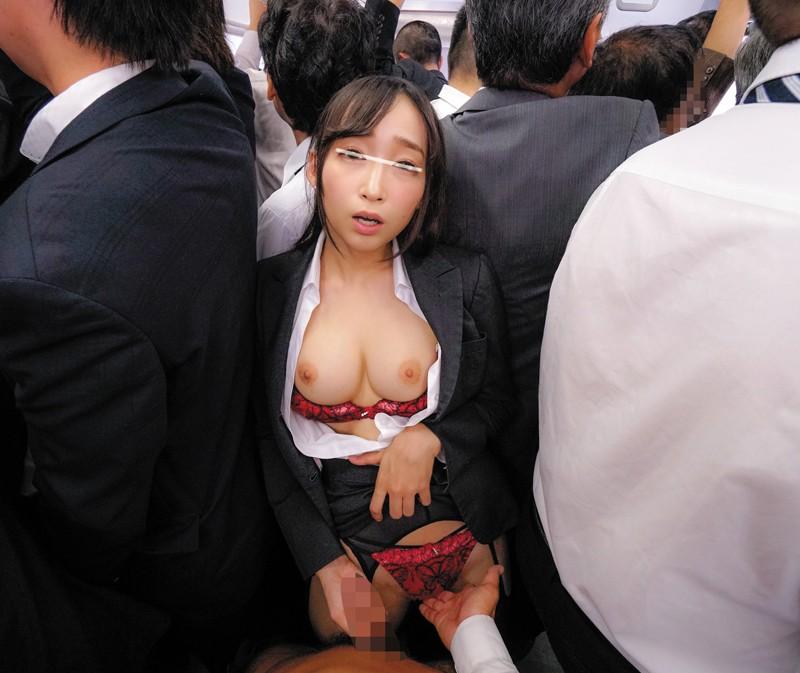【エロVR】性欲旺盛な美女たちが欲情して満員電車内で逆痴漢セックス