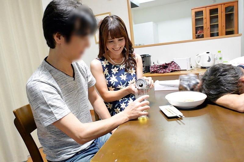うちの妻が寝取られました。 昇進のために上司に妻を寝取らせたら発情しすぎて上司の中出しペットになってしまいました 池田咲 の画像19