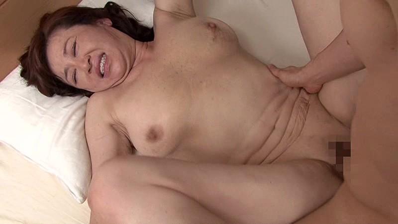 近親相姦 五十路のお母さんに膣中出し 四時間12人スペシャルコレクション第六章 の画像9