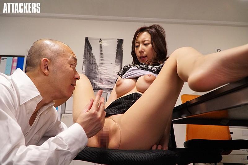 オフィスレディの湿ったパンスト 松下紗栄子のサンプル画像4
