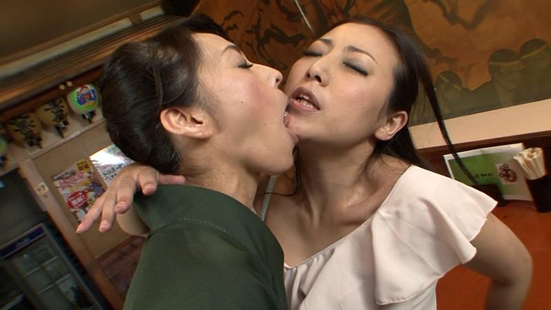 女色夫人~居酒屋女将のレズ売春~ 矢部寿恵 谷原ゆき の画像8