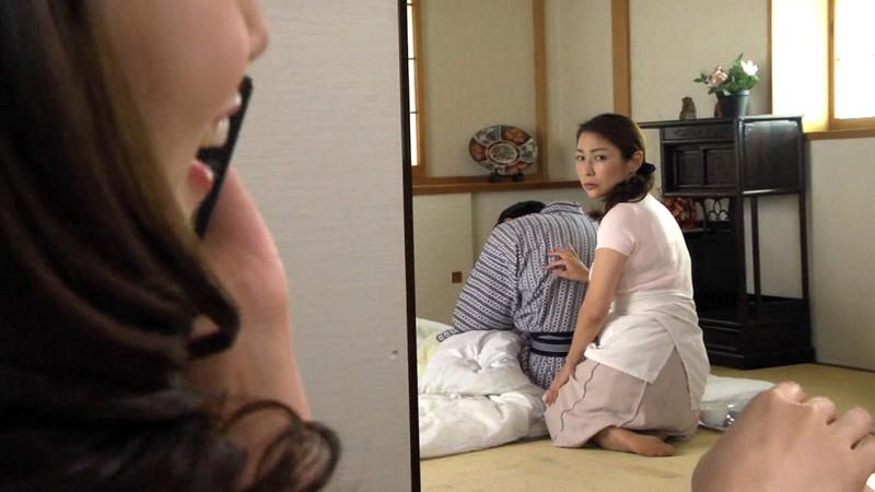 淫乱マダムとバツイチ介護士~妖艶美熟女レズビアン~ の画像20