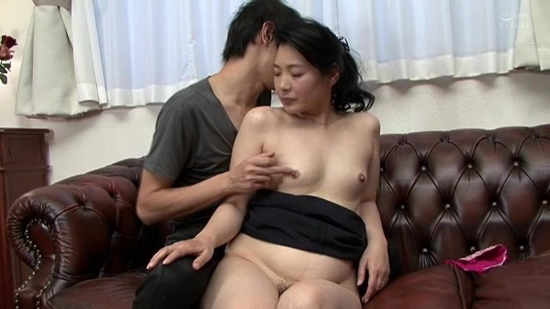 近親相姦 母のお尻~五十路母完熟巨尻の疼き 横山紗江子 の画像14