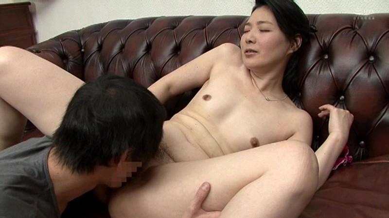 近親相姦 母のお尻~五十路母完熟巨尻の疼き 横山紗江子 の画像13