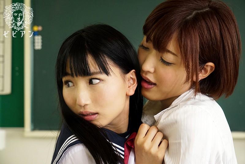友達の目の前で犯されるレズビアン女子校生のサンプル画像4