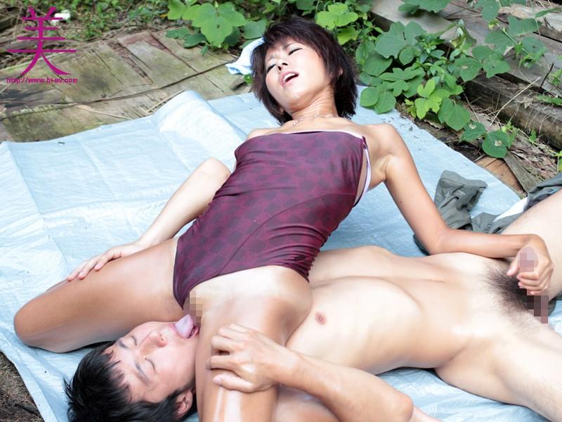 青姦露出-パイパン日焼け痴女- 大石美咲 の画像10