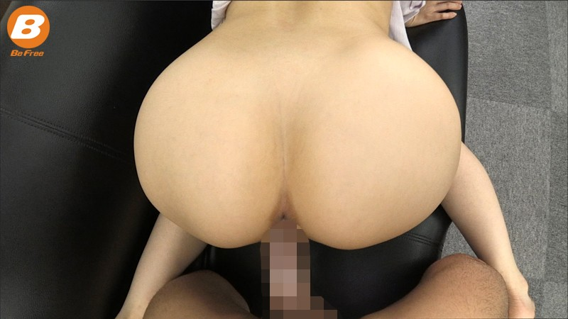 部下を性教育するデカ尻女上司のバックで強制誘惑中出し! 篠田ゆう の画像4