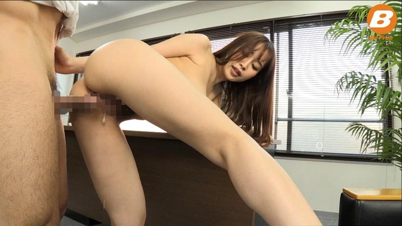部下を性教育するデカ尻女上司のバックで強制誘惑中出し! 篠田ゆう の画像2