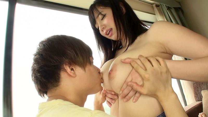 エロカワ巨乳若妻さん