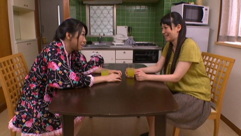 関西弁爆乳熟女2人に飼われている従順な男たち の画像20